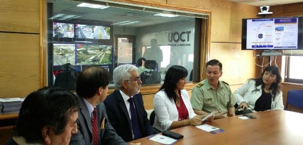 Ministra junto autoridades en la UOCT