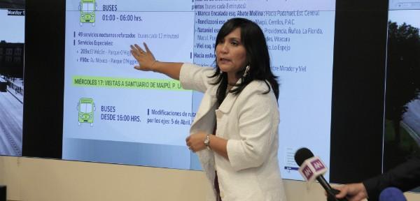 Ministra Paola Tapia exponiendo el plan especial de transportes