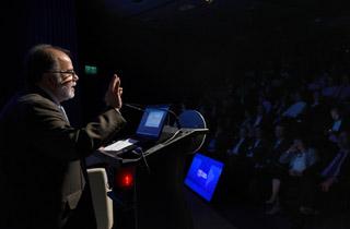 """El Ministro de Economía, Fomento y Turismo, Jorge Rodríguez, expone en el Seminario de la Sofofa, """"El Desafío de la Transformación Digital en Chile"""", que tratará sobre el desarrollo y la convergencia de nuevas tecnologías y su impacto en la innovación, como en el desarrollo económico y productivo."""