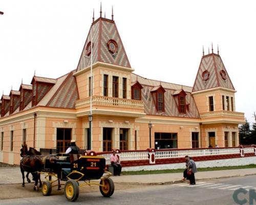 Imagen del monumento Edificio del antiguo casino de Pichilemu y los jardines del Parque Agustín Ross