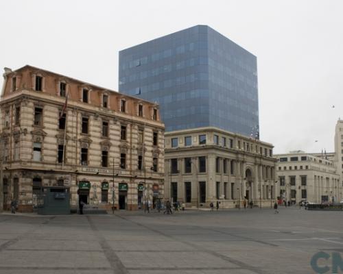 Imagen del monumento Plaza Sotomayor de Valparaíso, incluye los edificios que la encierran