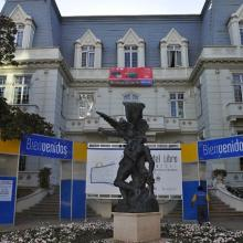Imagen del monumento Edificio de Avenida Libertad 250, entre calles 3 y 4 Norte, incluido el parque que lo circunda