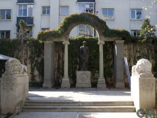 Imagen del monumento Área que señala ubicado en Avenida Pedro de Valdivia con Avenida Eliodoro Yáñez
