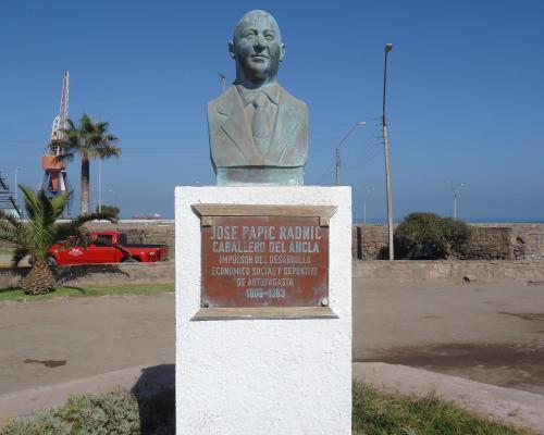 Imagen del monumento Jose Papic Radnic Caballero Del Ancla