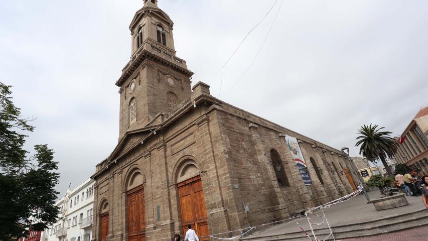 Imagen de Ministra de las Culturas recorre zonas afectadas por sismo en La Serena y anuncia medidas para la reconstrucción del patrimonio dañado