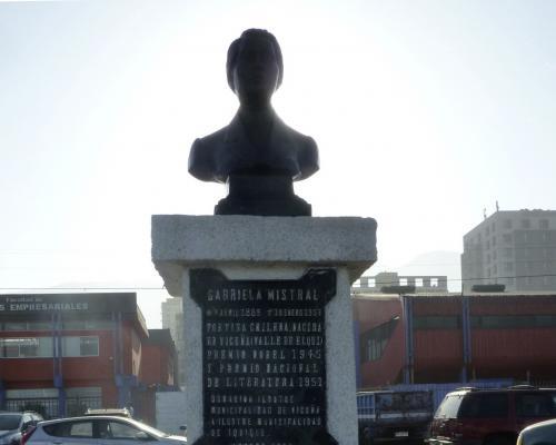 Imagen del monumento GabrieLa Mistral