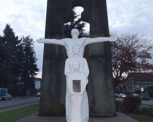 Imagen del monumento Familia Salesiana
