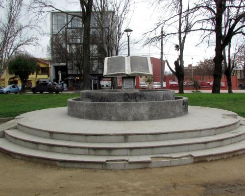 Imagen del monumento La Biblia