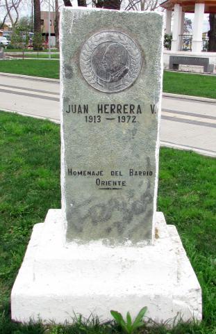 Imagen del monumento Juan Herrera V.